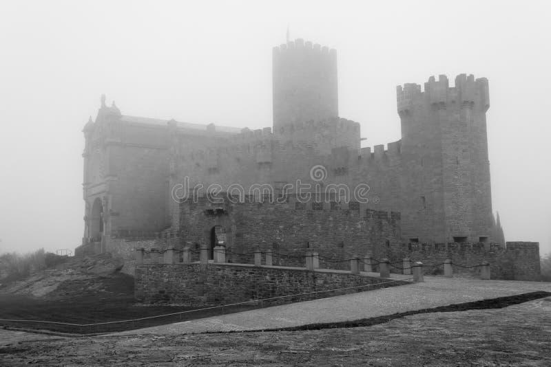 Kasteel van Xavier op een mistige dag (Spanje) stock fotografie