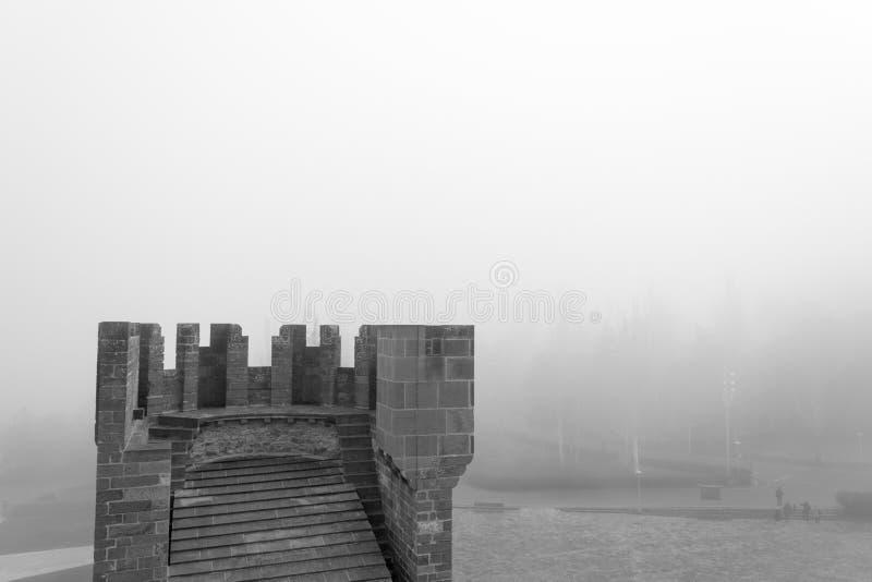Kasteel van Xavier op een mistige dag Spanje stock afbeeldingen