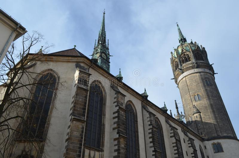 Kasteelkerk, Wittenberg, Duitsland in Daling royalty-vrije stock afbeelding