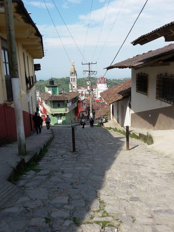 Kasteeltoren door de herfstzon wordt aangestoken in Cuetzalan die royalty-vrije stock foto