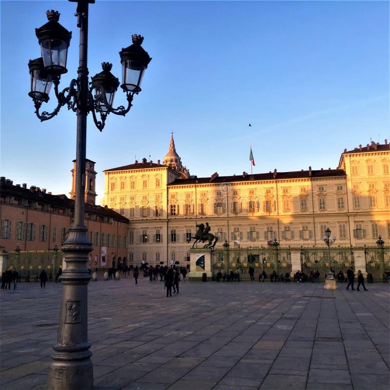 Kasteelvierkant in de stad van Turijn, Italië Licht, geschiedenis en schoonheid royalty-vrije stock fotografie