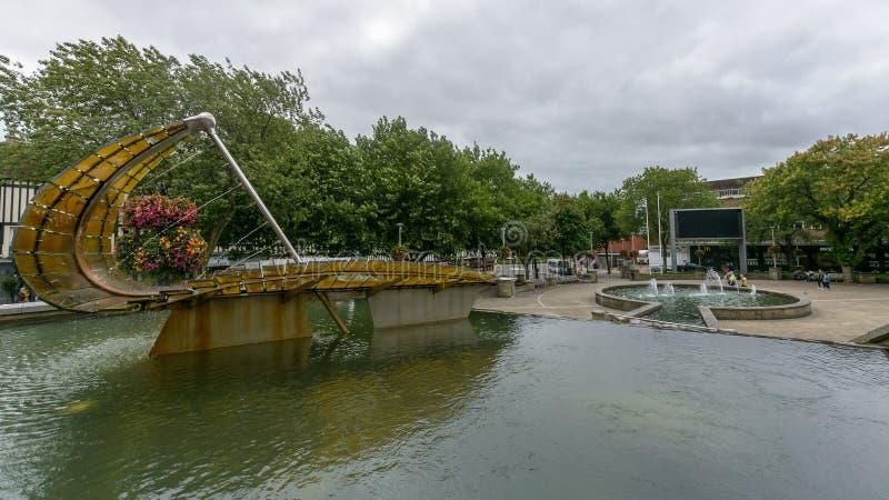 Kasteelvierkant - Moderne Kunst in Water royalty-vrije stock afbeeldingen