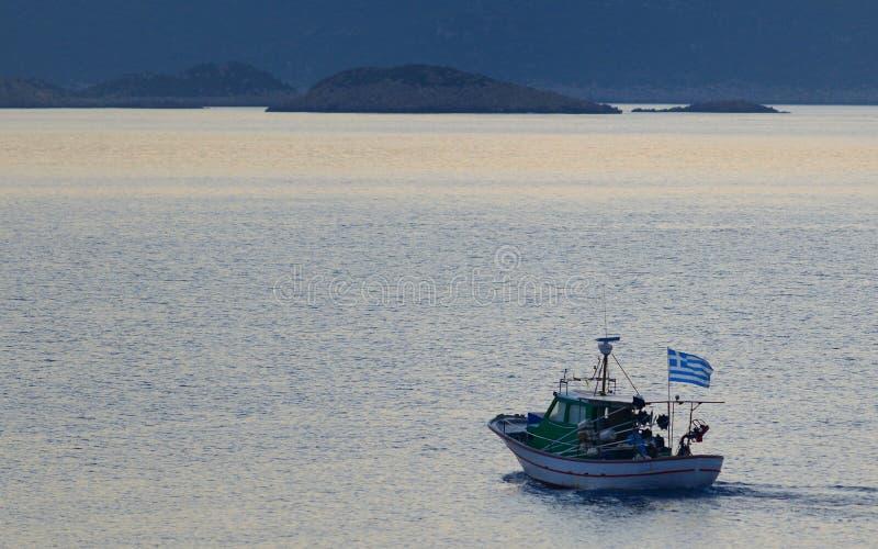 Kastellorizo vissersboot in de ochtend royalty-vrije stock fotografie
