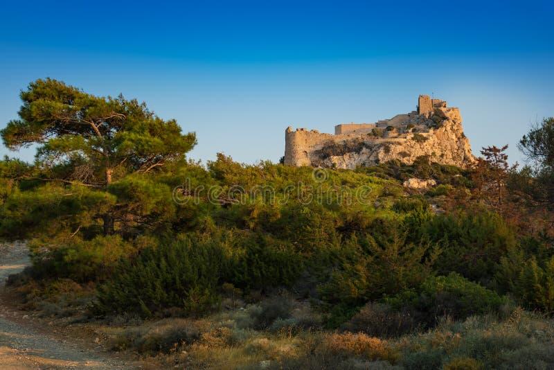 Kastelos slott på kullen av den Kritinia ön av Rhodes, Grekland royaltyfri foto
