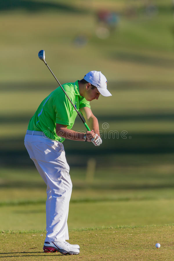 Kasten-Ball Golfspieler-Junior Down Swings T stockbilder