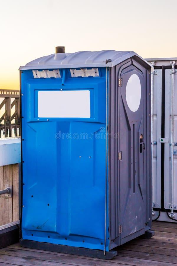 Kasten der transportierbaren Toilette, populäres Mobile gesundheitlich für Ereignisse und Baustellen lizenzfreies stockbild