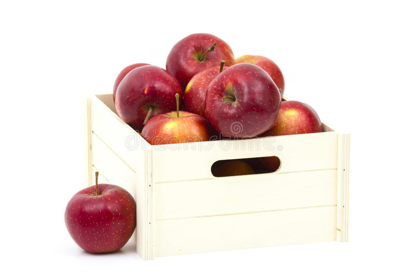 Kasten des hölzernen Rahmens voll frische Äpfel stockfoto