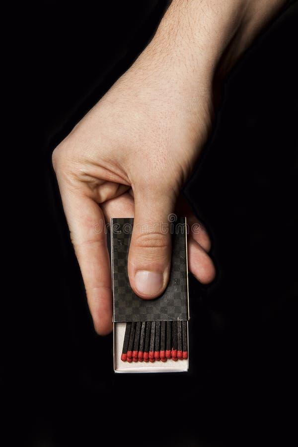 Kasten Match in der Mannhand lizenzfreie stockbilder