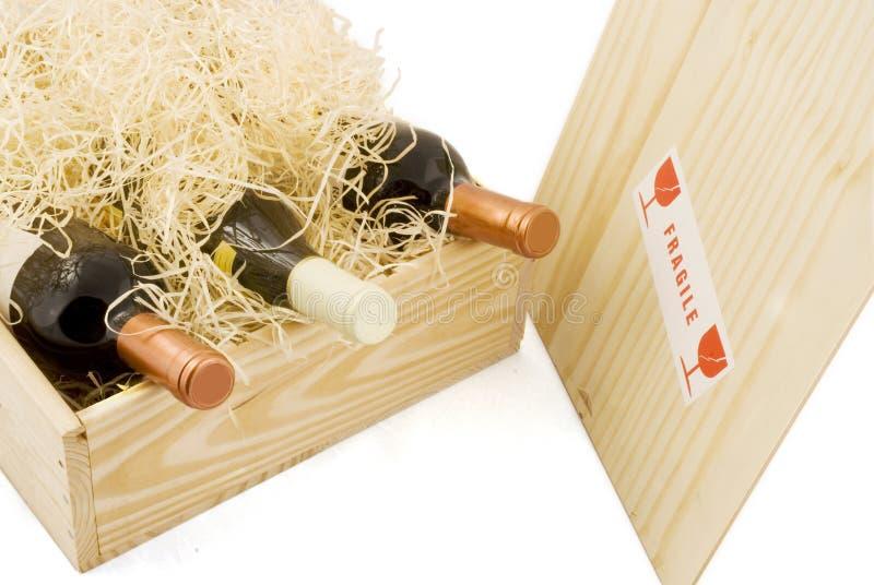 Kasten mit Wein stockfotografie