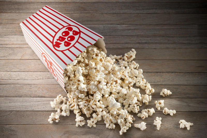 Kasten-Popcorn-Hintergrund lizenzfreie stockbilder
