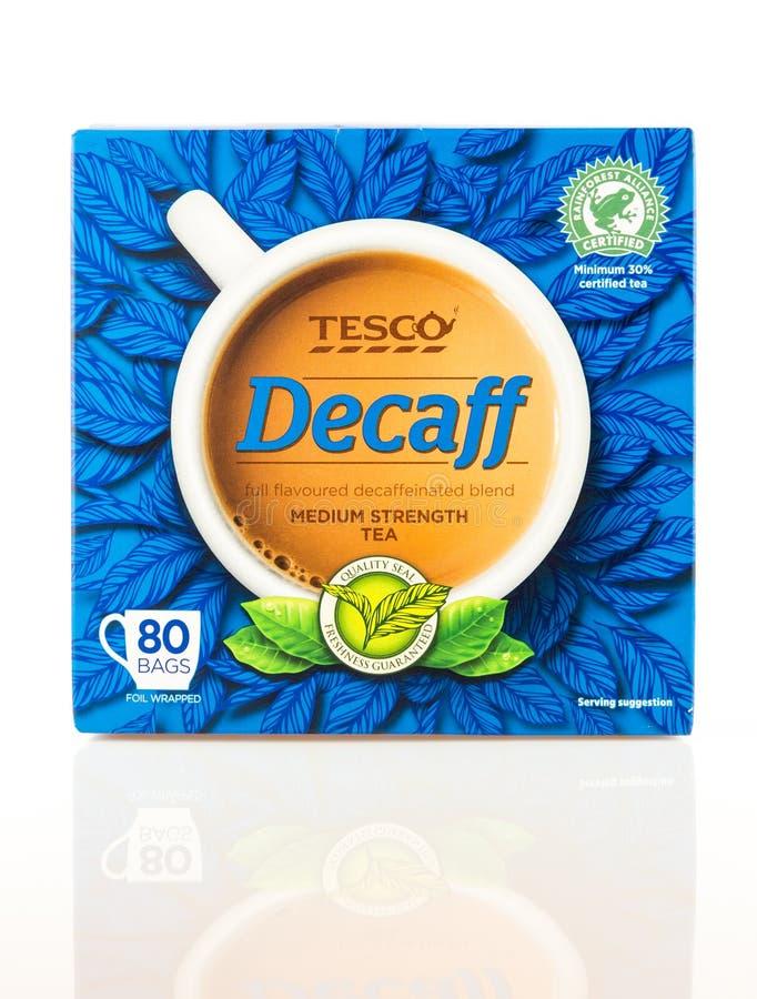 Kasten Tee Tescos Decaff auf einem weißen Hintergrund stockfotos