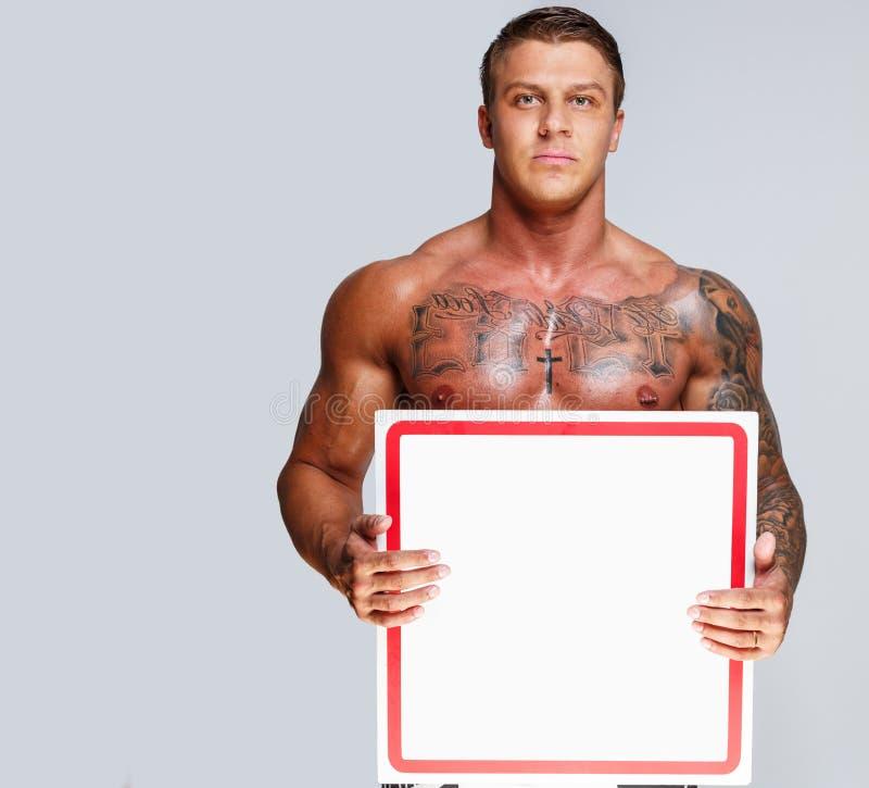 Kasten und Magen eines Mannes mit Muskeln stockfotos