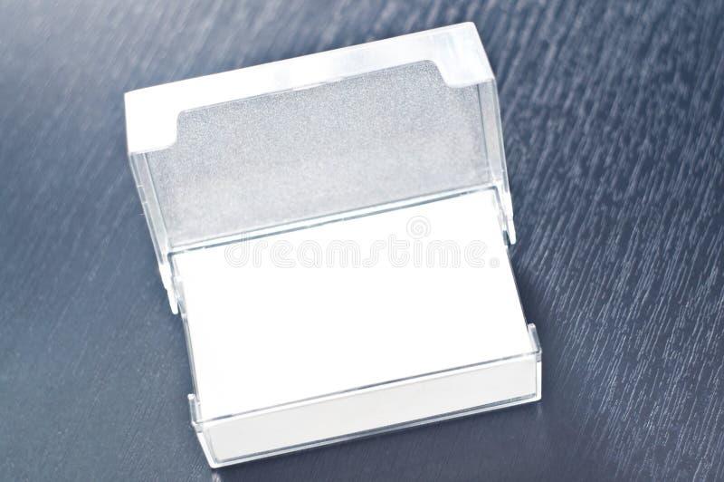 Kasten Visitenkarten auf dem Tisch lizenzfreies stockbild