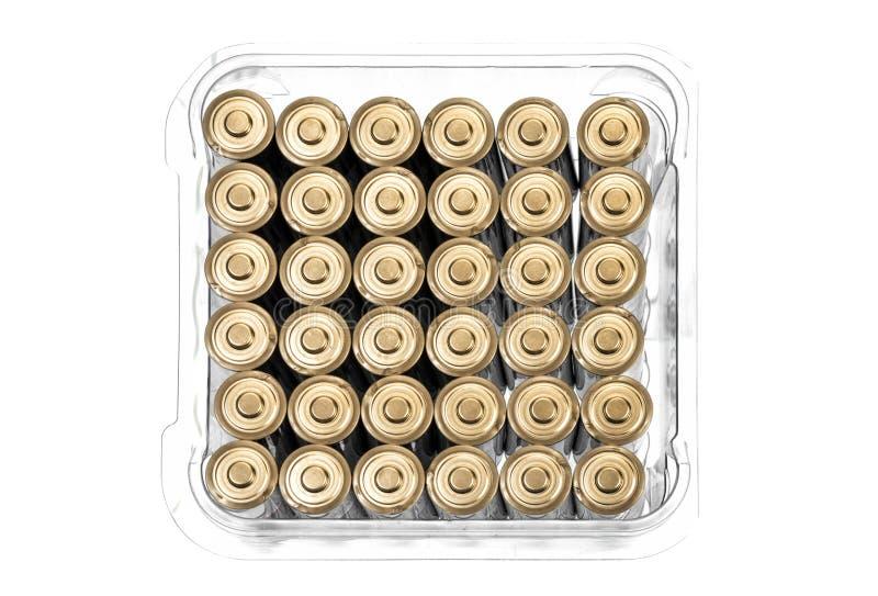 Kasten von neuen AA-Batterien lokalisiert auf Weiß mit Kopien-Raum lizenzfreie stockfotos