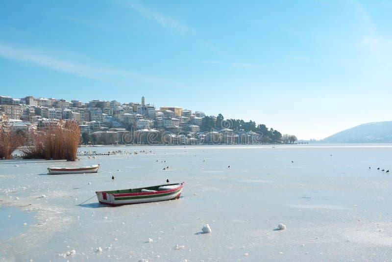 Kastoria nell'inverno fotografia stock libera da diritti