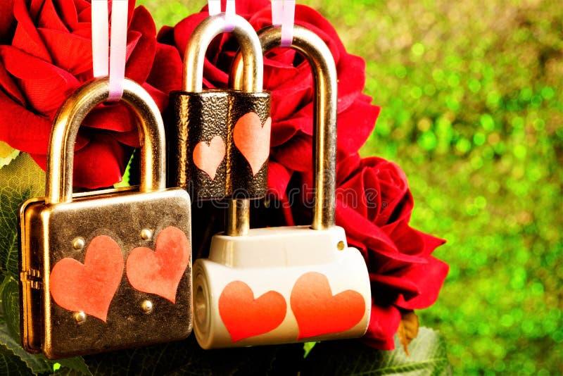 Kasztel miłość jest kłódką, symbolem uczucia kochankowie i nowożeńcy, do siebie, przyrzeczenie ich lojalność obrazy royalty free
