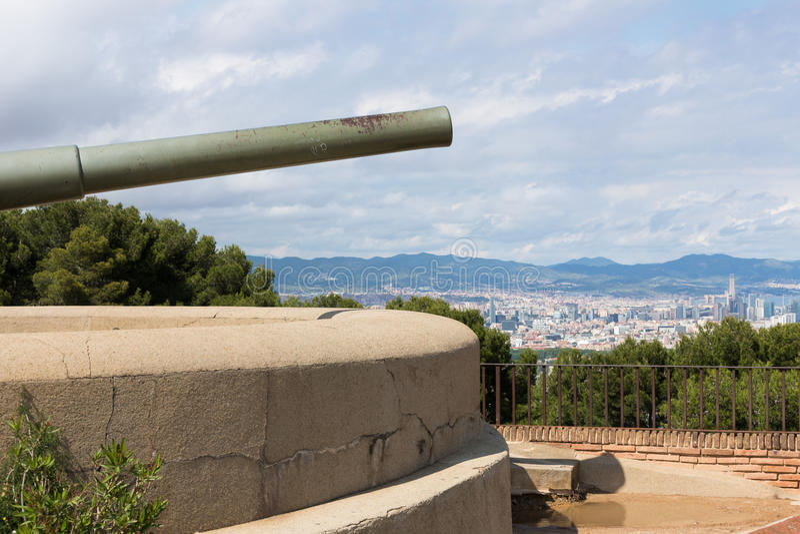 Kasztel Montjuic z starym kanonem w Barcelona fotografia royalty free