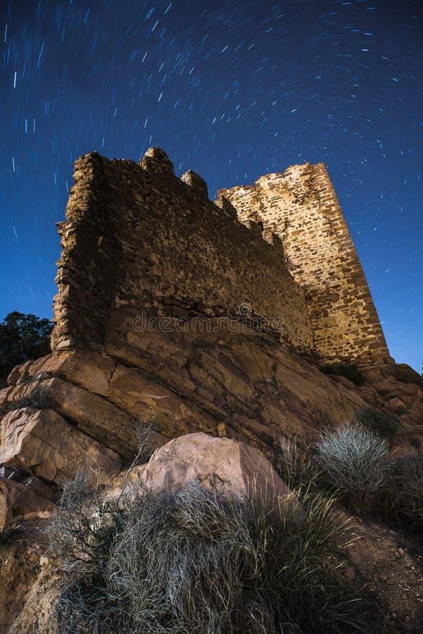 Kasztel ruiny z startail niebem fotografia royalty free