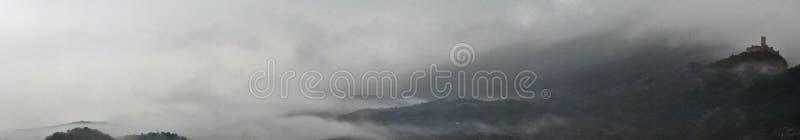 Kasztel w mgle zdjęcie royalty free