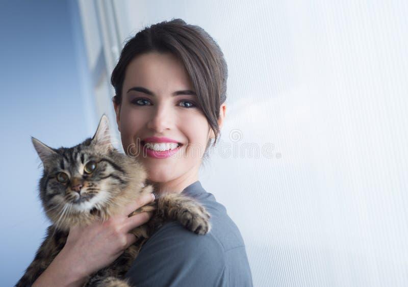 Kat en vrouw royalty-vrije stock afbeeldingen
