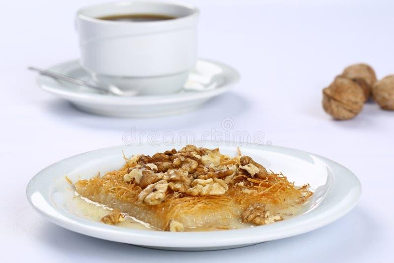 Kataifi com noz - sobremesa turca tradicional fotos de stock royalty free