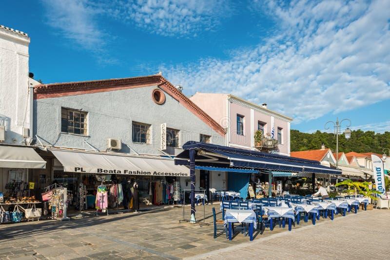 Katakolo port, var kryssning sänder land för forntida Olympia, Grekland royaltyfria bilder