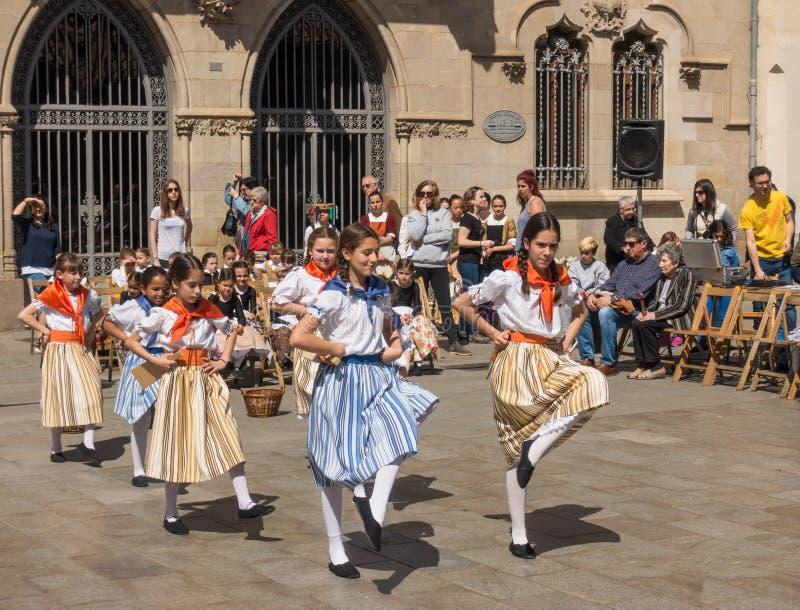 Katalońskich wieków dojrzewania tradycyjny dancingowy festiwal fotografia stock