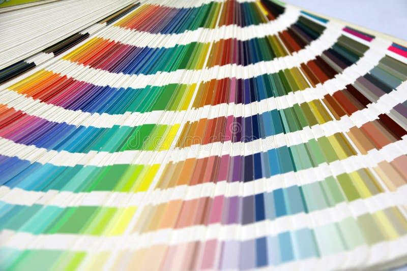 Katalogen för paletten för regnbågeprövkopiafärger, färgprovkartor bokar arkivfoton