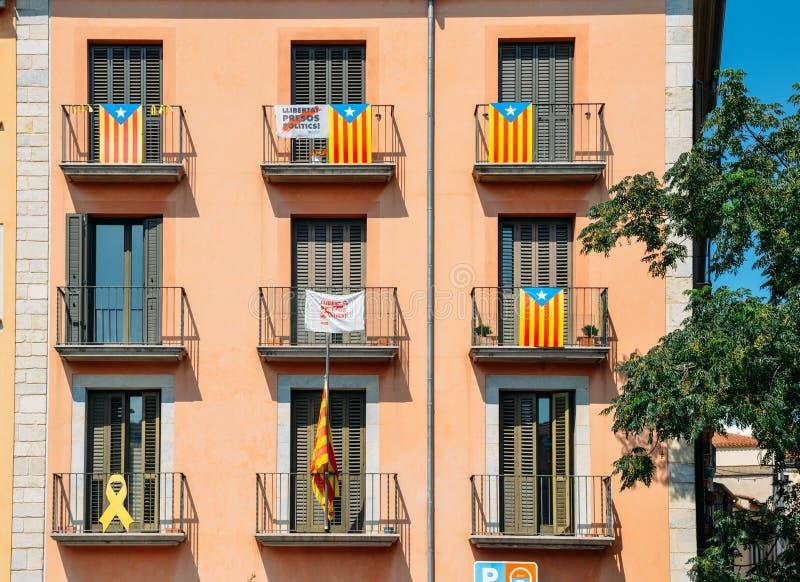 Katalonien-Unabhängigkeits-Flaggen auf Balkonen in Girona, Catolonia, Spanien lizenzfreie stockfotografie