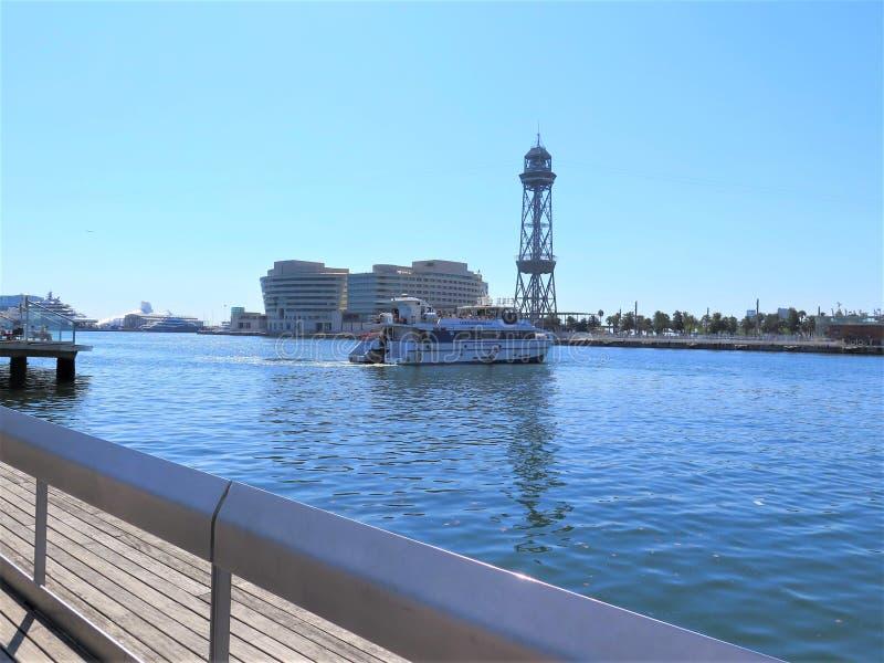 Katamaran in Port Vell, Barcelona stockbild