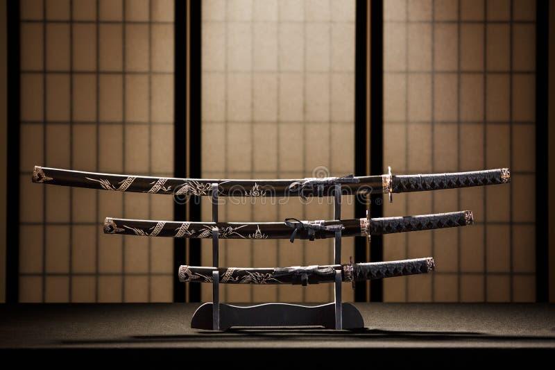 Katana, wakizashi y tanto encendido imagenes de archivo