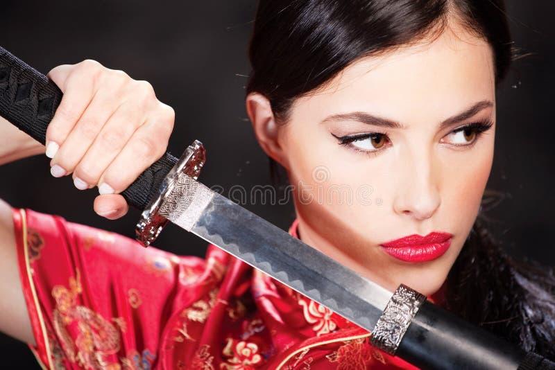katanasvärdkvinna royaltyfri bild
