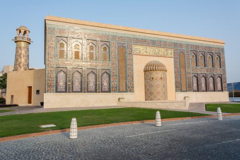 Katara-masjid Moschee und Minarett der goldenen Masjid-Moschee in kulturellem Dorf Katara in Doha, Katar lizenzfreie stockfotografie