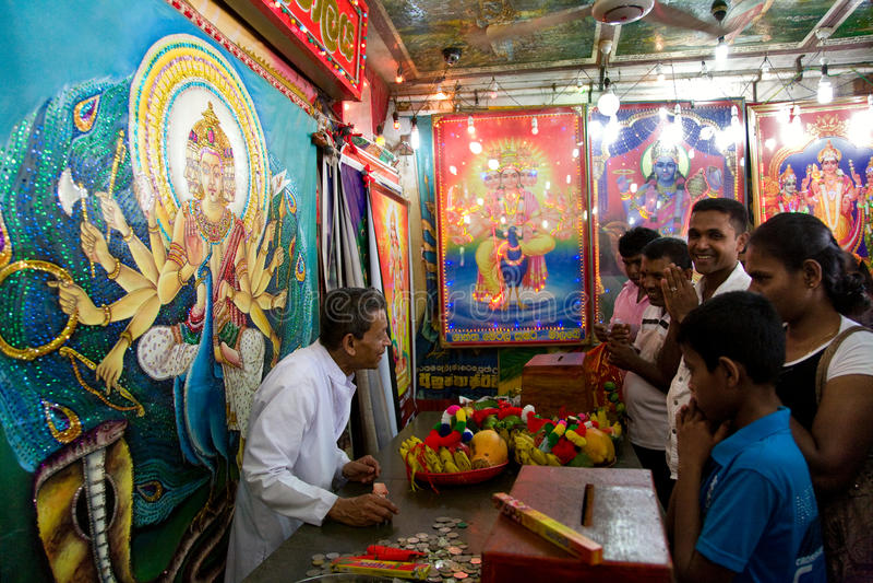 KATARAGAMA,斯里兰卡- 5月05 :英雄传奇对celebrat的达瓦节日 免版税库存照片