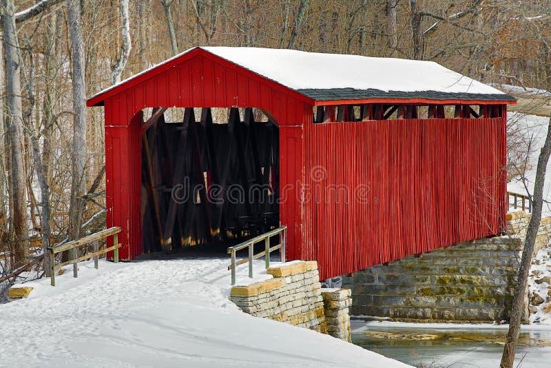 Katarakta Zakrywający śnieg i most obrazy stock