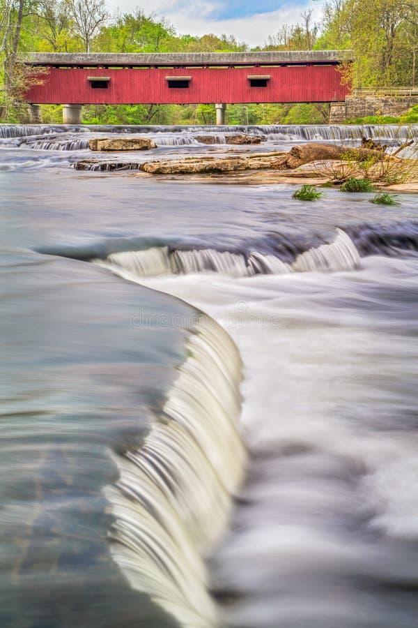 Katarakta Zakrywający Whitewater i most obrazy royalty free