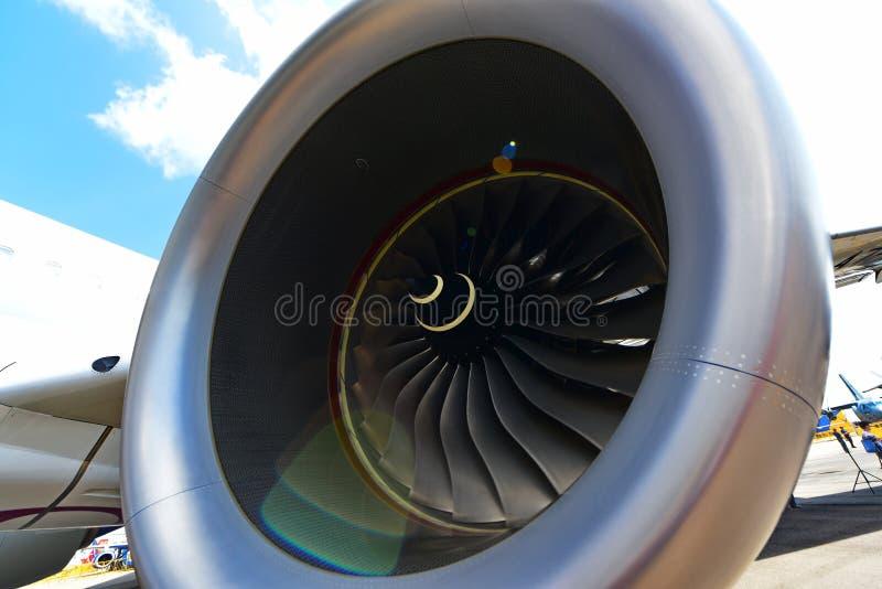 Katarski Aerobus A350-900 XWB Rolls Royce Trent XWB silnik przy Singapur Airshow zdjęcie royalty free