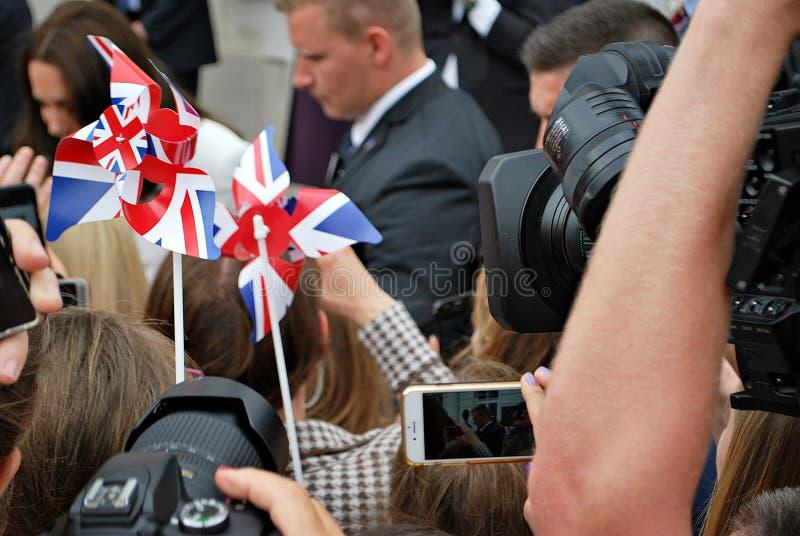 Kate Middleton bland folkmassorna i Warszawa arkivfoto