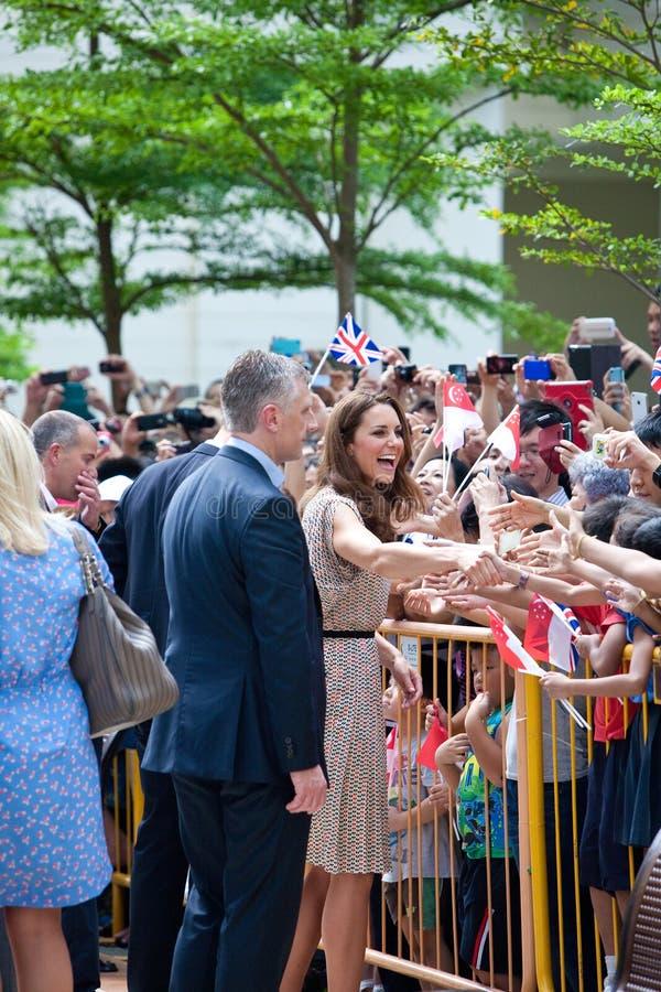 Kate Middleton e príncipe William que encontra os wishers bons, Sept 12 2012 de Singapura fotografia de stock royalty free