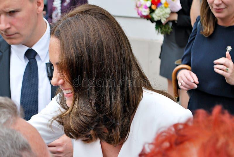 Kate Middleton fra le folle a Varsavia fotografia stock