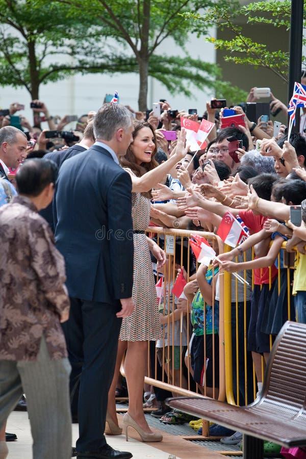 Kate Middleton und Prinz William, das wohle wishers, Singapur-Sept. 12 2012 trifft lizenzfreie stockfotografie