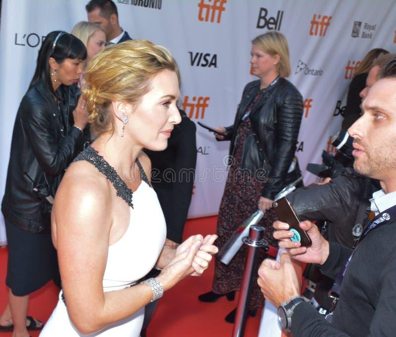 Kate Winslet bij het Internationale de Filmfestival van Toronto van 2017 - ` de Berg tussen ons `-Première - Aankomst stock afbeeldingen