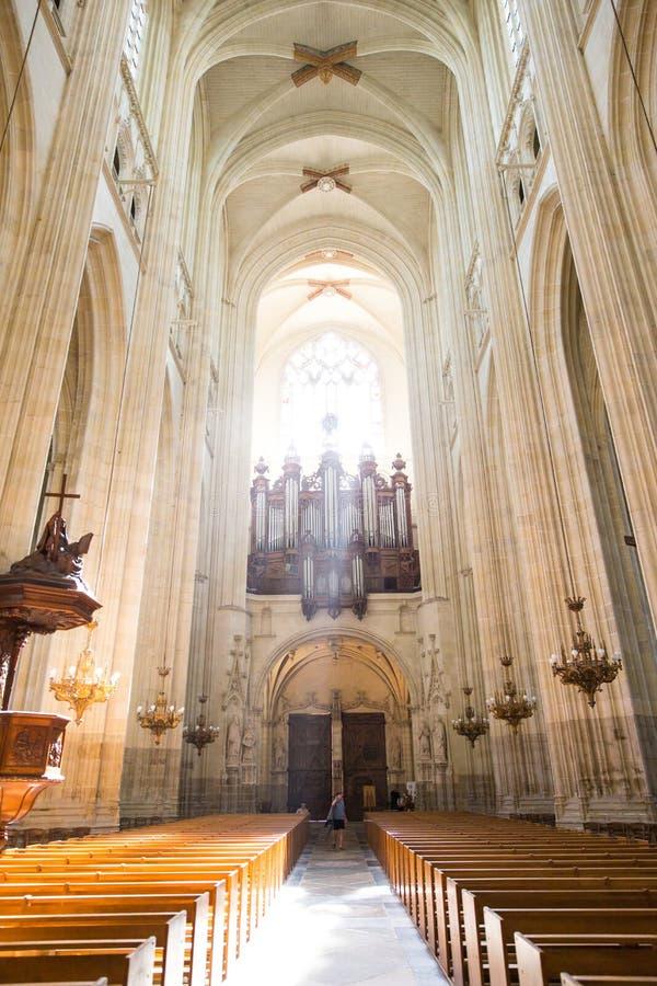Katedra św. Piotra i św. Pawła w Sunlight Through Nantes fotografia stock