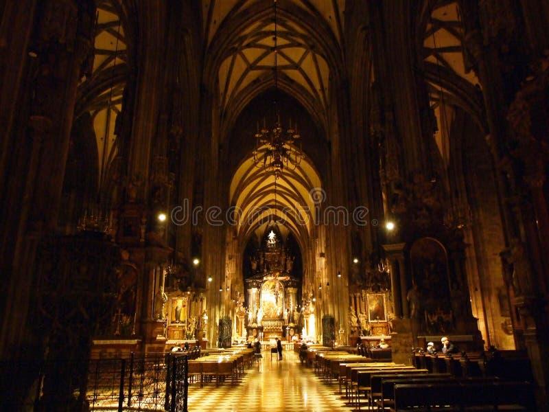 Katedra św. Szczepana lub Die Domkirche St Stephan, Wien Medieval rzymskokatolickie miejsce kultu z ozdobnym spirem obraz stock