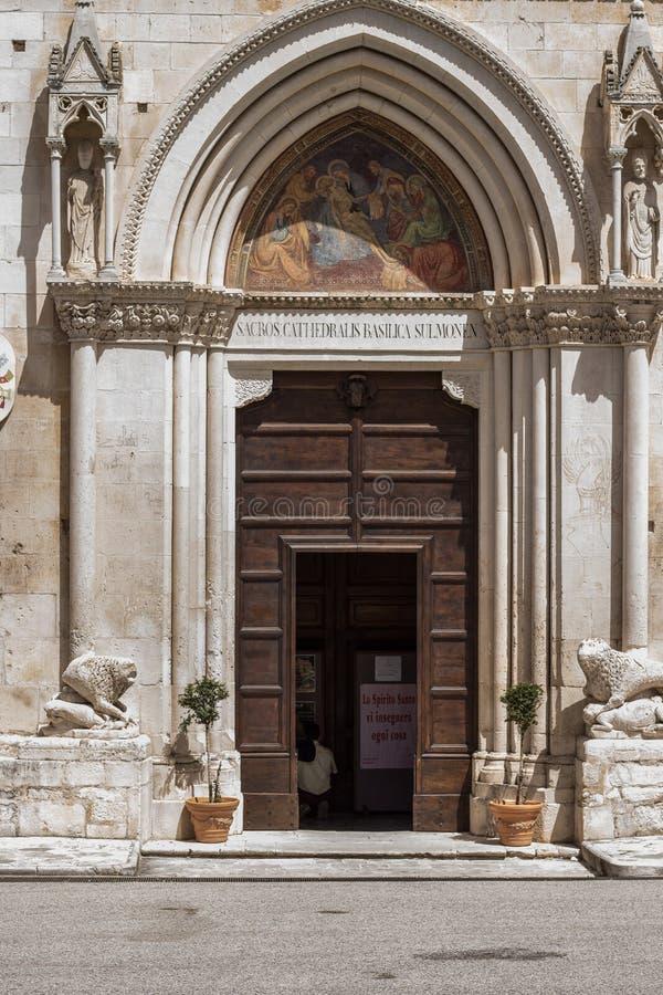 Katedra dedykująca San Panfilo Vescovo, patron miasto, jest starym świątynią w Sulmona zdjęcia royalty free