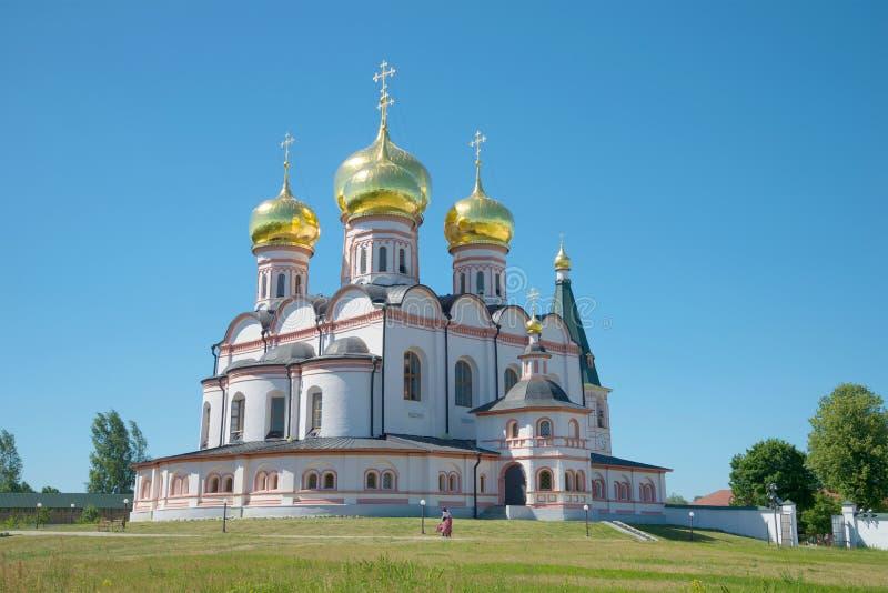 Katedra Nasz dama Iver Lipiec pogodny popołudnie Iversky Svyatoozersky Dziewiczy monaster, Rosja zdjęcie royalty free