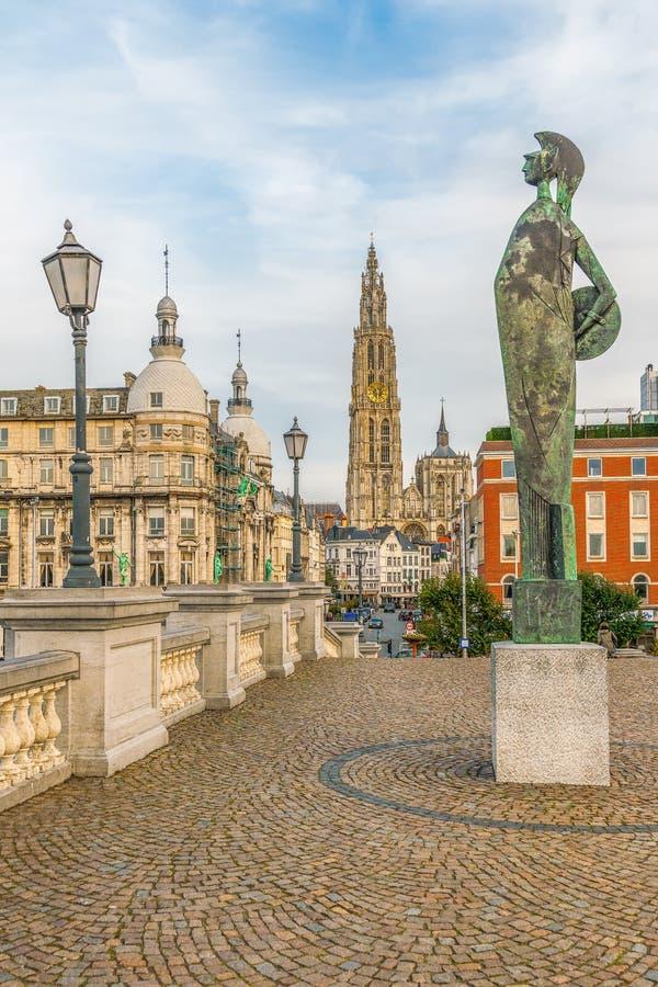 Katedra Nasz Godin Minerva statua i dama Antwerpen Belgia zdjęcie royalty free