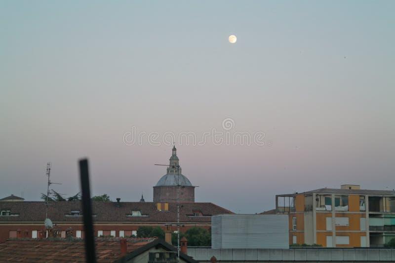 Katedra Pavia z księżyc obrazy royalty free