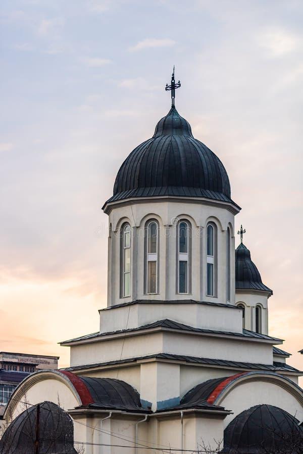 Katedra prawosławna przeciwko zachodniemu niebu Targoviste, Rumunia, 2020 fotografia stock