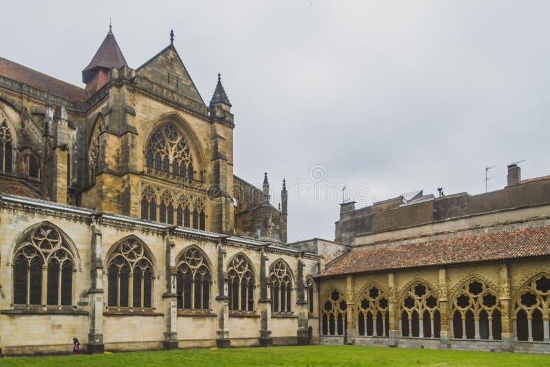 Katedra Sainte-Marie de Bayonne i swój przyklasztorny w Bayonne, Francja zdjęcie royalty free